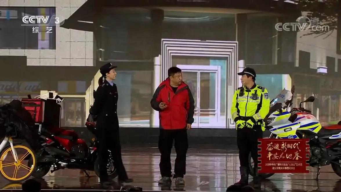 贾冰 宋宁《警察与外卖小哥》暖心互动太感人小品